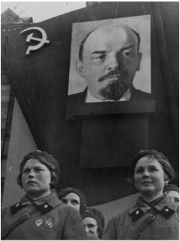 vladimir lenins rise to power Vladimir iiyich lenin was born in he favored the rise of the proletariat – a class in society that lives entirely from the sale of its labor this was alexander kerensky took power, but lenin made a deal with germany to remove russia fromworldwar i in exchange for funding of the bolshevik movement.